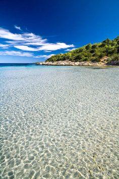 Milna bay, Island of Vis, Central Dalmatia Photo by Lidija Lolić//La Dalmatie est une région littorale de la Croatie, ainsi que du Monténégro, le long de la mer Adriatique et comprenant historiquement l'Herzégovine et la Bosnie. Wikipédia