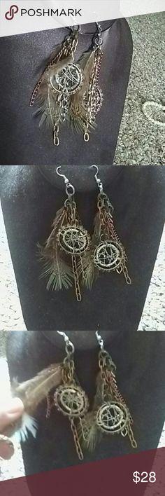 STEAMPUNK EARRINGS NWT. By Billie.  Gears, feathers & more! Lala Motifs Jewelry Earrings