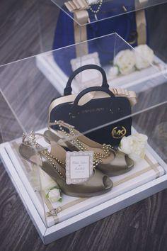cream & gold acrylicwedding gift trays.