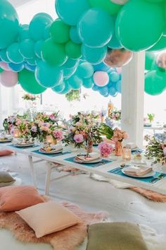 balloon garland wedding decor ideas - photo by Beck Rocchi Balloon Display, Balloon Backdrop, Balloon Garland, Balloon Decorations, Balloon Ideas, Balloon Shop, Wedding Balloons, Garland Wedding, Wedding Centerpieces