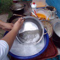 Чистим сковородки до блеска.