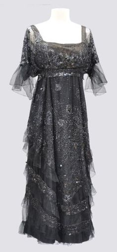 Worth sequined evening gown sold at Auction Eve, Vintage Outfits, Robes Vintage, Vintage Dresses, Edwardian Dress, Edwardian Fashion, Vintage Fashion, Edwardian Era, Victorian, Antique Clothing