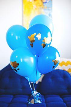 Bienvenido al mundo. Con patrones.Globe balloons