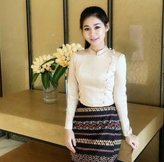 Myanmar Traditional Dress, Thai Traditional Dress, Traditional Dresses Designs, Traditional Outfits, Myanmar Dress Design, Myanmar Women, Girl Fashion, Fashion Dresses, Blouse Models