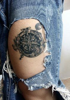 Compass tattoo design ... black and grey !