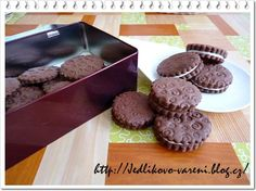 Jedlíkovo vaření: sušenky - domácí sušenky Oreo  #baking #cukrovi #vanoce #susenky #cookies #recept #oreo Muffins, Cakes, Cooking, Breakfast, Sweet, Food, Kitchen, Morning Coffee, Candy