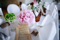 #Tischdeko #Tischdekoration #centerpiece #Blumen #Flowers #Hochzeit #wedding - Das tolle Foto wurde gemacht von Thomas Sasse: www.thomassasse.com