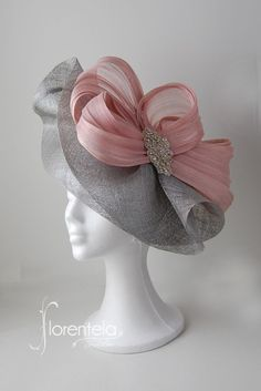 """[gallery type=""""recta… Shop accessories for women at Urban Outfitters today. Facinator Hats, Sinamay Hats, Fascinator Headband, Millinery Hats, Fascinators, Headpieces, Ascot Hats, Bridal Hat, Crazy Hats"""