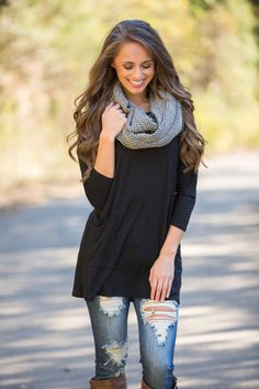 You'll love wrapping up in this gorgeous houndstooth scarf all season long - we know you'll love this one! Featuring a beautiful black and cream houndstooth print paired with adorable black fringe alo