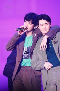 So we don't say down Coz were young🎶 Baekhyun, Park Chanyeol, Kpop Exo, Exo K, Ko Ko Bop, Z Cam, Celebrity Dads, Celebrity Style, Chanbaek