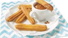 Feel like in Spain with this delicious oven-baked churros Churros Au Four, Baked Churros, Mini Desserts, Easy Desserts, Snack Recipes, Dessert Recipes, Snacks, Waffle Pan, Waffle Sticks