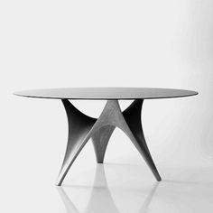 si alguien quiere regalarme esta mesa, yo se lo agradeceré eternamente.