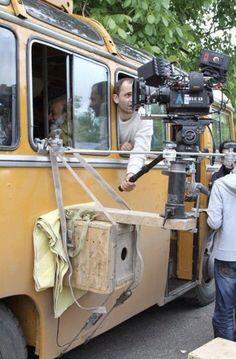Camera rig off the side of a bus Light Cinema, Light Film, Cinema Camera, Movie Camera, Cinematic Lighting, Por Tras Das Cameras, Camera Life, Movie Projector, Lights Camera Action