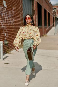 The Best Street Style Looks From New York Fashion Week Spring 2020 - Fashionista College Fashion, Fashion 2020, Teen Fashion, Spring Fashion, Fashion Tips, Fashion Outfits, Fashion Weeks, Black Fashion Bloggers, Modest Fashion