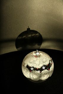 un concept luna: Globuri Christmas Bulbs, Holiday Decor, Home Decor, Decoration Home, Christmas Light Bulbs, Room Decor, Home Interior Design, Home Decoration, Interior Design
