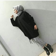 The newest models come from us first-hand hooded tricot tunic ik . The newest models come from us first tir # # Pakistani Fashion Casual, Arab Fashion, Muslim Fashion, Modest Fashion, Fashion Outfits, Hijab Casual, Hijab Style, Hijab Outfit, Hashtag Hijab