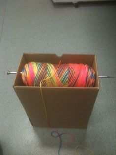 To Do With Your Extra Cardboard Boxes Ingenious way to hold your yarn while crocheting. Box, one large knitting needle, and yarn!Ingenious way to hold your yarn while crocheting. Box, one large knitting needle, and yarn! Knit Or Crochet, Crochet Crafts, Yarn Crafts, Crochet Stitches, Crochet Humor, Crochet Afghans, Crochet Box, Crochet Tools, Crochet Mandala