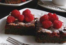 Brownie cu zmeura si ciocolata Desserts, Food, Tailgate Desserts, Deserts, Essen, Postres, Meals, Dessert, Yemek