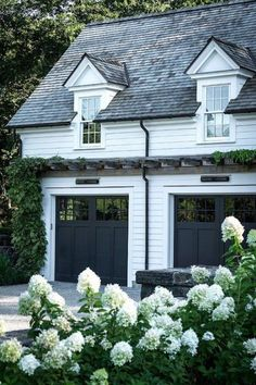 45 Beautiful Modern Farmhouse Exterior Design Ideas #teenbedroomdecor #housedesign #tinyhousedesign > Fieltro.Net