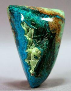 Silica com Azurita e malaquita. Silica  Crisocola é uma forma rara de calcedônia colorido por cobre ... Encontra-se frequentemente misturado com malaquita, azurita, turquesa ou quartzo.