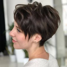 Latest Short Hairstyles for Winter 2020 , Pixie haircut has a harvest variant and is not very easy to maintain. Latest Short Hairstyles, Short Pixie Haircuts, Sleek Hairstyles, Winter Hairstyles, Pixie Hairstyles, Model Hairstyles, Short Hair Trends, New Hair Trends, Short Hair Styles Easy