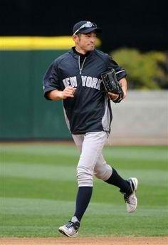 2012.07.23 試合前に、ヤンキースの練習着で練習するイチロー