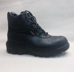 Een voorbeeld van één van de meest gekozen varianten van veiligheidsschoenen. Uiteraard volledig gecertificeerd. Dit model heeft rubberen oa kruipneuzen en een watertong.