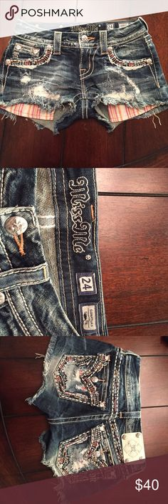 Miss Me Shorts. Adorable signature shorts. Special design. Miss Me. Size: 24 Miss Me Shorts Jean Shorts