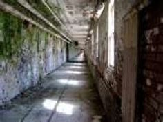 Notoriously Haunted-Insane Asylums- Some Of The Most Haunted Places On Earth Haunted Asylums, Abandoned Asylums, Old Abandoned Houses, Abandoned Buildings, Abandoned Places, Most Haunted Places, Scary Places, Places To Go, Creepy People