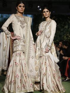 Ethnic Fashion, Asian Fashion, Eid Outfits, Groom Outfit, Blouse And Skirt, Indian Ethnic, Pakistani Dresses, Traditional Outfits, Fancy Dress