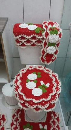 What fabulous Christmas holiday overkill! A crochet bathroom toilet and rug set. I actually tried to imagine out a similar pattern last year... for a poncho I kept trying to make. This year... I won't have to imagine it anymore :D