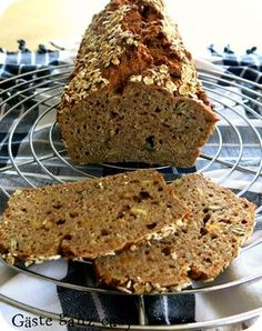 Quick spelled bread with Schnelles Dinkelbrot mit Körnern The dough for this delicious and healthy bread made from wholemeal spelled flour is ready in 5 minutes. Lemon Desserts, Healthy Dessert Recipes, Easy Desserts, Baking Recipes, Cookie Recipes, Dessert Simple, Desserts Sains, Food Cakes, How To Make Bread