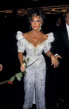 Elizabeth Taylor Style Evolution: From Gorgeous Child Actress To Silver Screen Legend (PHOTOS) Hollywood Icons, Hollywood Actresses, Elizabeth Taylor Style, Most Beautiful Women, Beautiful People, Dame, Elisabeth, Child Actresses, Mode Vintage