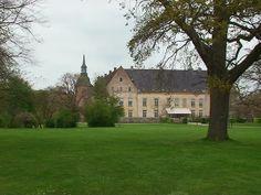 Holsteinborg slot og gods 12 km SØ for Skælskør.