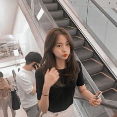 i just wanna know who this girl is Ulzzang Hair, Ulzzang Korean Girl, Cute Korean Girl, Asian Girl, Korean Aesthetic, Aesthetic Girl, Japanese Aesthetic, Aesthetic Pastel, Medium Hair Styles