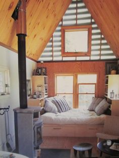 Relaxshacks.com: Havens and Hideaways (Cozy Cabins and Rustic Retreats)- holy tiny house EYE CANDY!