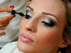 Maquiagem: Alessandra Grochko