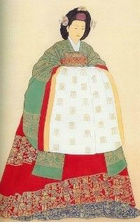 """This costume is """"Noc-won-sam"""". """"Noc"""" means green. It was formal dress for court and nobility ladies in the early period of Joseon dynasty. It could be wear the all women when they got married. But their tire could not be more fancy than royal family's."""