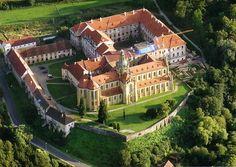 Klášter Kladruby - sídlo benediktinů ve stylu barokní gotiky