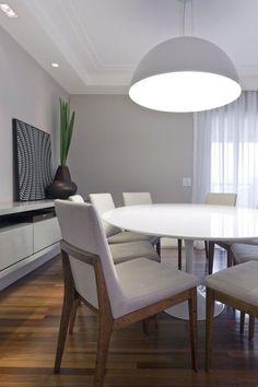 Buffet branco e parede cinza