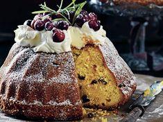 Julens godaste kaka – mjuk saffranskaka med vit chokladkräm och tranbär Kaka, Vit, Cheesecake, Desserts, Food, Tailgate Desserts, Deserts, Cheese Pies, Cheesecakes