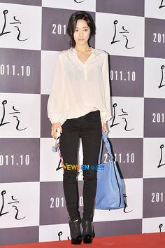 [홍수아] 홍수아 . . 영화 오늘 VIP 시사회 (홍수아 블라우스,홍수아 블랙스키니진,홍수아 패션,옷,신발,스타일,코디,가방) : 네이버 블로그
