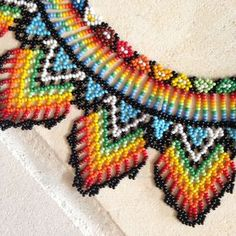 Collar cuentas colombiano tradicional hecho a mano Native Beadwork, Native American Beadwork, Beaded Earrings, Beaded Jewelry, Beaded Bracelets, Necklaces, Cross Stitch Borders, Beaded Collar, Neck Piece