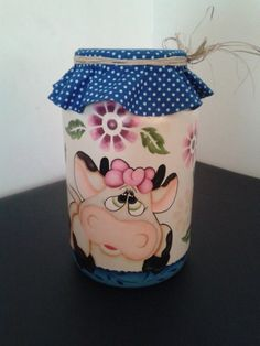 Ateliê Anne Lis - Pote Vaquinha Mimosa Recycled Glass Bottles, Painted Wine Bottles, Bottles And Jars, Mason Jars, Jar Crafts, Bottle Crafts, Diy And Crafts, Bottle Painting, Bottle Art