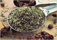 This is bouquet garni, the famous, super easy-to-make French herb blend. Http://www.Spice-Mixes.com/bouquet-garni-recipe.html