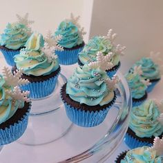 Pin for Later: Your Inner Child Will Go Wild For These Disney Cupcakes Frozen Fever Disney Cupcakes, Disney Desserts, Disney Frozen Cupcakes, Frozen Cookies, Cupcake Cakes, Shoe Cakes, Frozen Birthday Party, Frozen Wedding Theme, Frozen Theme Cake