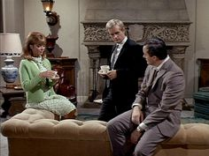 Suits are for artfully slouching in.    Man From UNCLE   The Re-Collectors Affair  Jocelyn Lane, David McCallum, Robert Vaughn