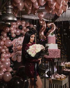 my birthday themw Birthday Ideas For Her, Birthday Girl Pictures, Birthday Goals, Gold Birthday Party, 22nd Birthday, Gold Party, Elegant Birthday Party, Girl Birthday, Birthday Balloon Decorations