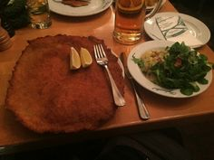 Schnitzel bei Figlmüller in Wien das beste Schnitzel in Wien? Wiener Schnitzel, Schnitzel Restaurant, Danube River Cruise, Frankfurt Germany, Eurotrip, Austria, Meals, Dinner, Cooking