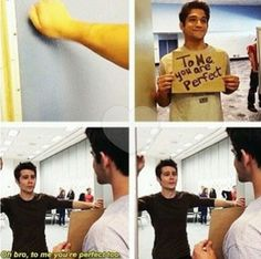 Teen Wolf Dylan O'Brien (Stiles Stilinski) and Tyler Posley (Scott McCall) they're adorable Teen Wolf Memes, Teen Wolf Funny, Teen Wolf Boys, Teen Wolf Dylan, Teen Wolf Stiles, Teen Wolf Cast, Stiles And Malia, Teen Wolf Quotes, Dylan O'brien